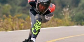 Cursos Azambuja patrocina tricampeã brasileira de Skate Downhill