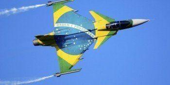 Capacete inteligente aumenta capacidade dos caças brasileiros
